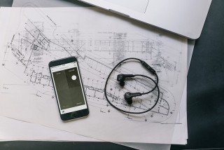 Wireless Earphones With Beoplay H5