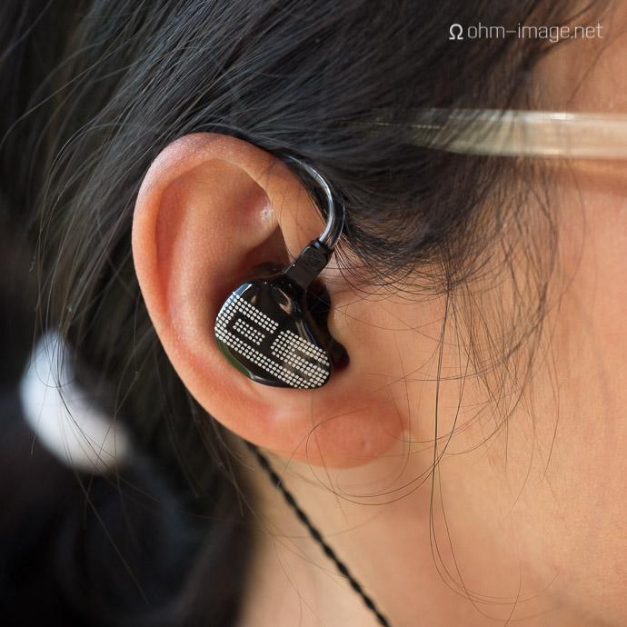 A girl wears Earsonics S-EM9 earphone