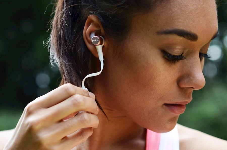 A women wear Optoma NuForce BE Sport3 earphones